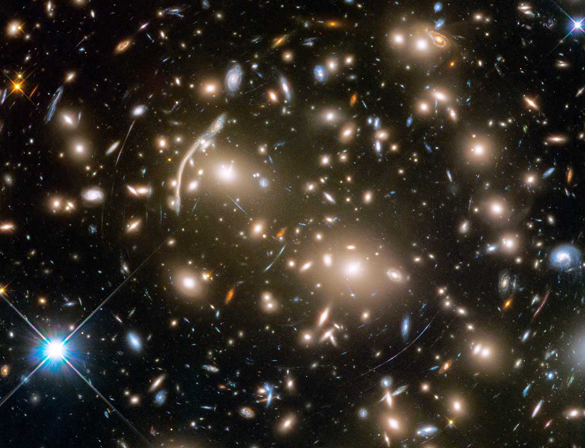 Galaxy cluster containing several hundred galaxies